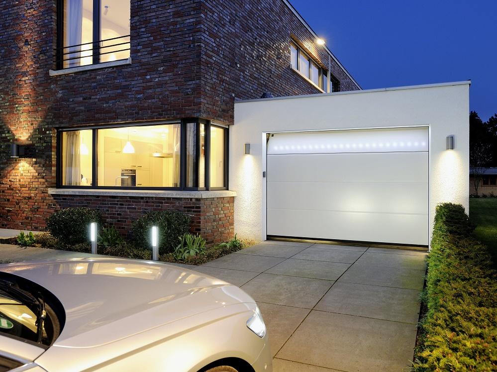 H rmann accenti di luce per la porta da garage barre led - Ingresso garage ...