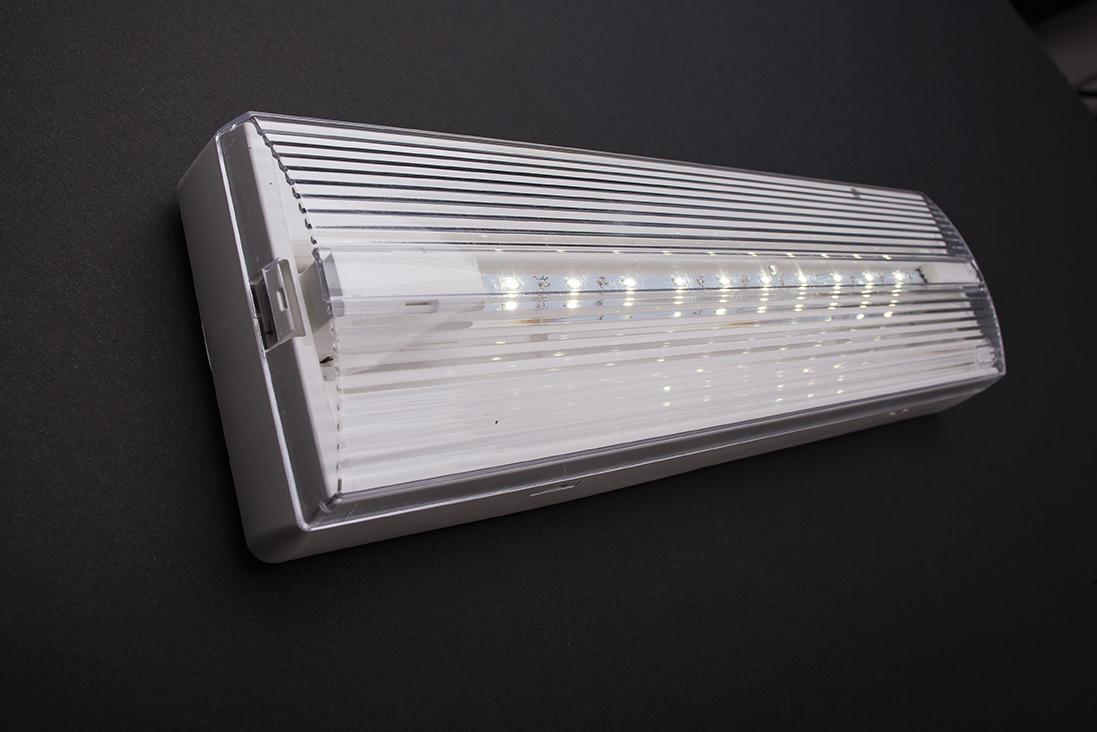 Apparecchi per illuminazione di emergenza rilux led di schneider
